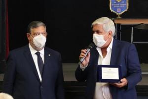 Consegna del Premio a Giulio Mola